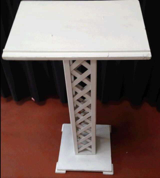 Where to find Stand, Guest Book Lattice in San Dimas